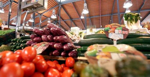 Mercado-Central-de-Almería-puesto-de-fruta