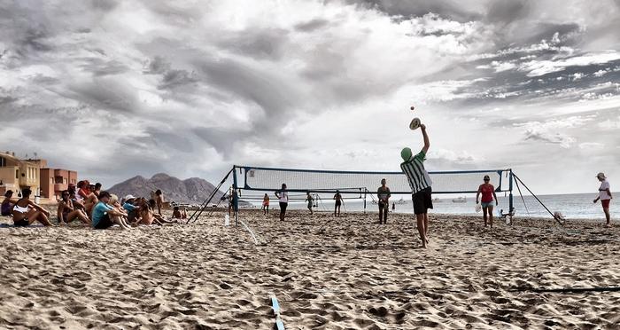 Tenis playa en invierno en Cabo de Gata