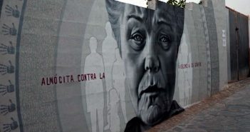 Pintura señora en pared Almocita Almería