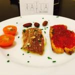 Salazón de Atún rojo con rulo de cabra y mermelada de pimiento rojo casera