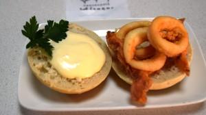 Montadito de calamares con mayonesa casera
