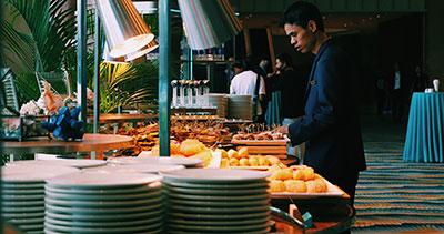 buffet restaurante con comida